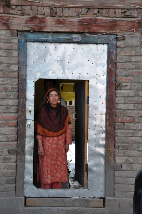 Kashmir 2009 Door Woman