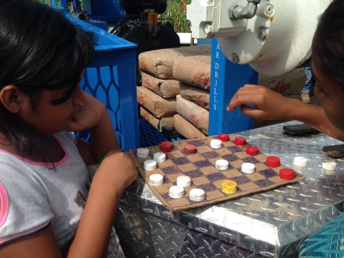 Homemade checkers game. | 13 October 2014 | Los Amates, El Salvador