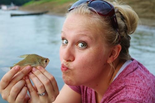 julia-fish-kiss